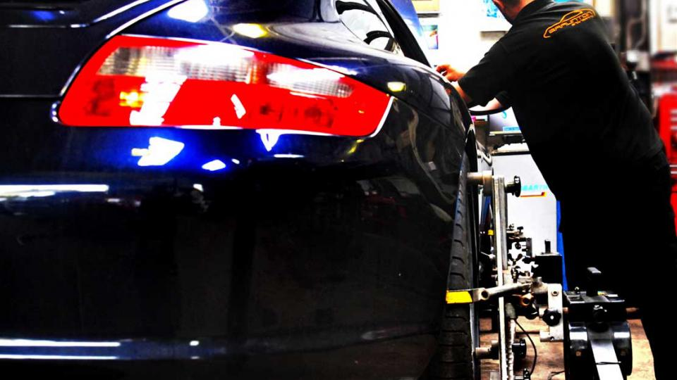 Wheel alignment service for all Porsche cars in Devon