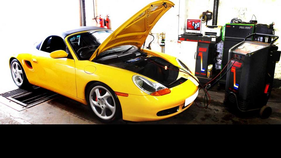 Repairing & recharging Porsche air conditioning system