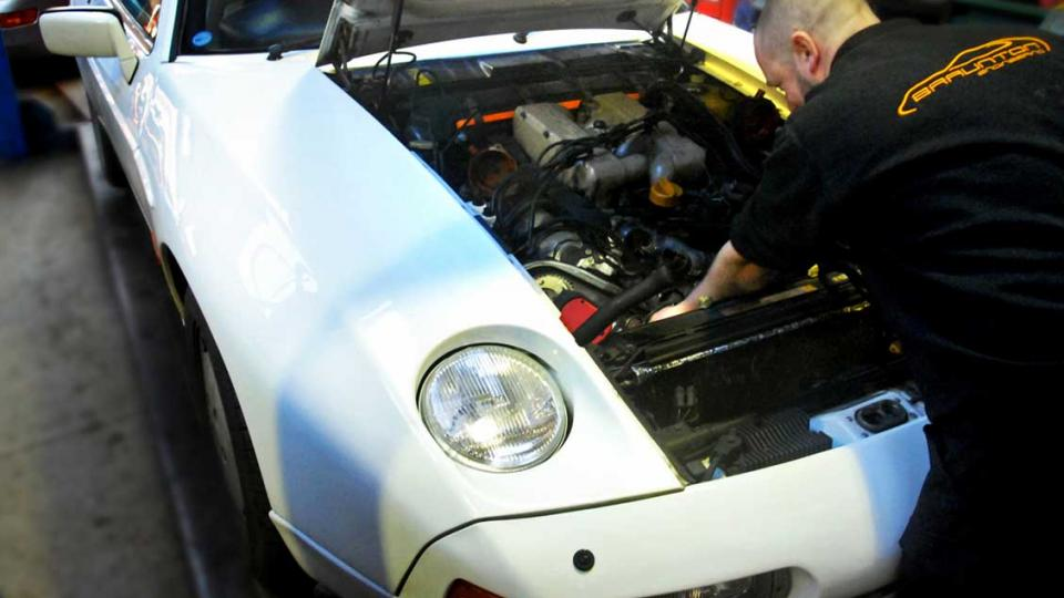 Porsche 928 cambelt changed by Dave