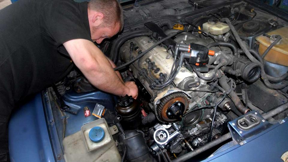 Changing a leaking oil console gasket on the Porsche 944 and 968