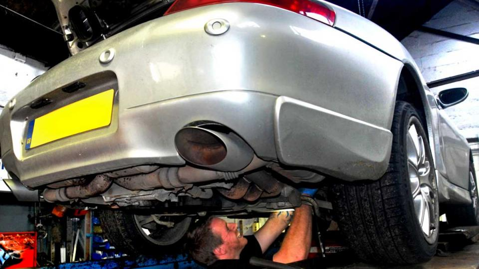 annual servicing for the Porsche 996 ensures high perfornance