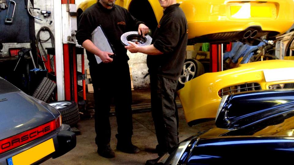 Ashley & Dave discuss the service requirements of the Boxster
