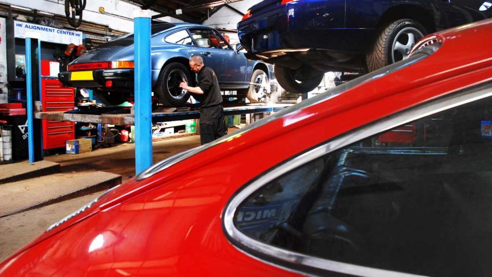 Porsche 911 visits North Devon for service and repair