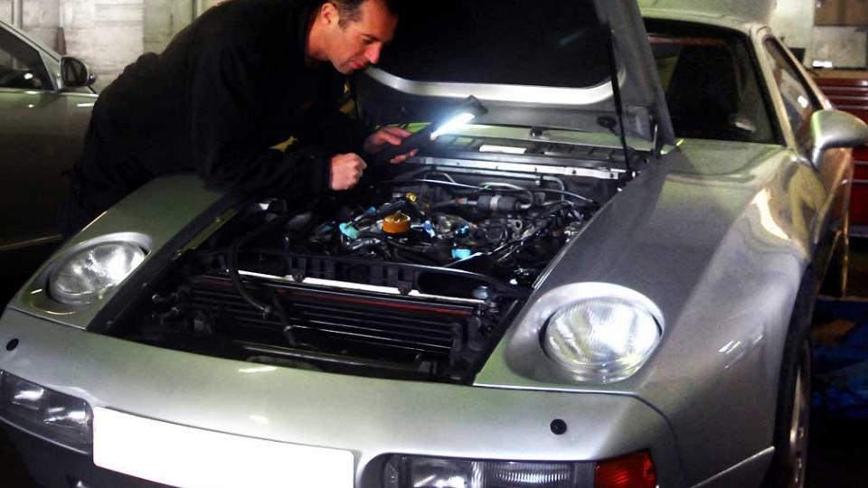 Chris refits the 928 inlet manifold and plenum chamber