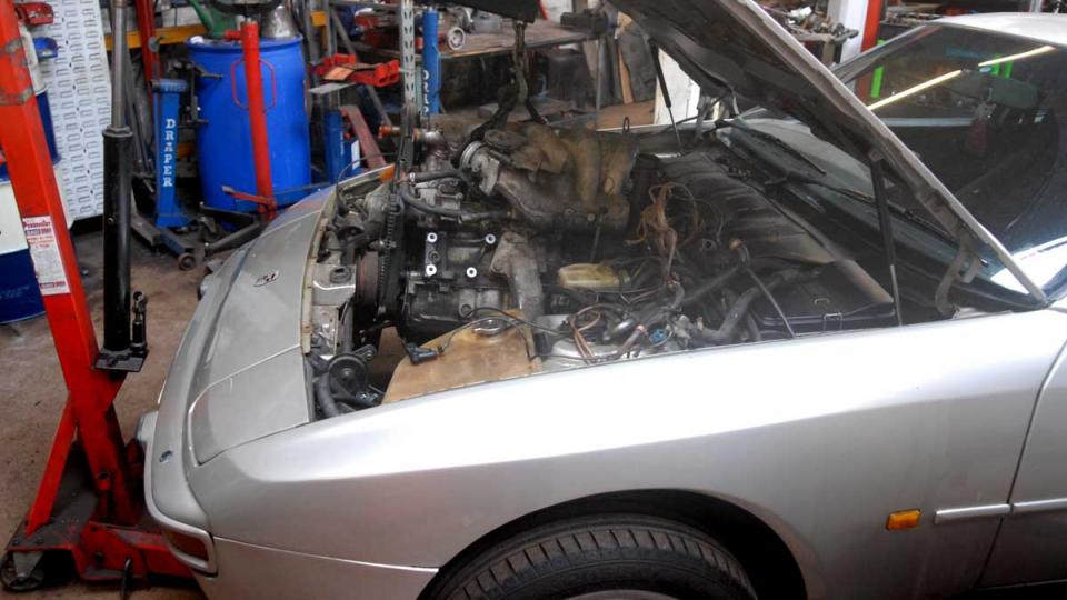 removing a Porsche 944 engine for overhaul, repair and rebuild