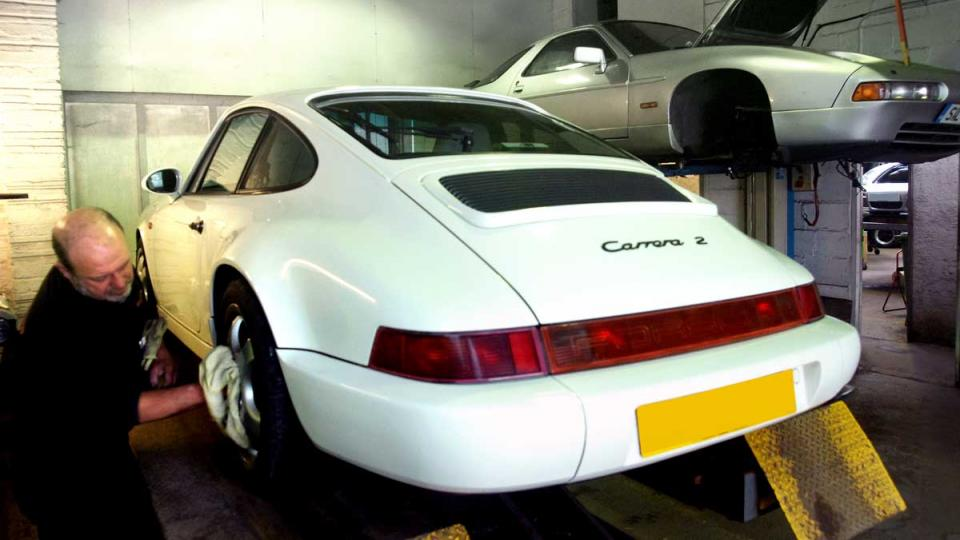 MOT testing the Porsche 964 911 Carrera