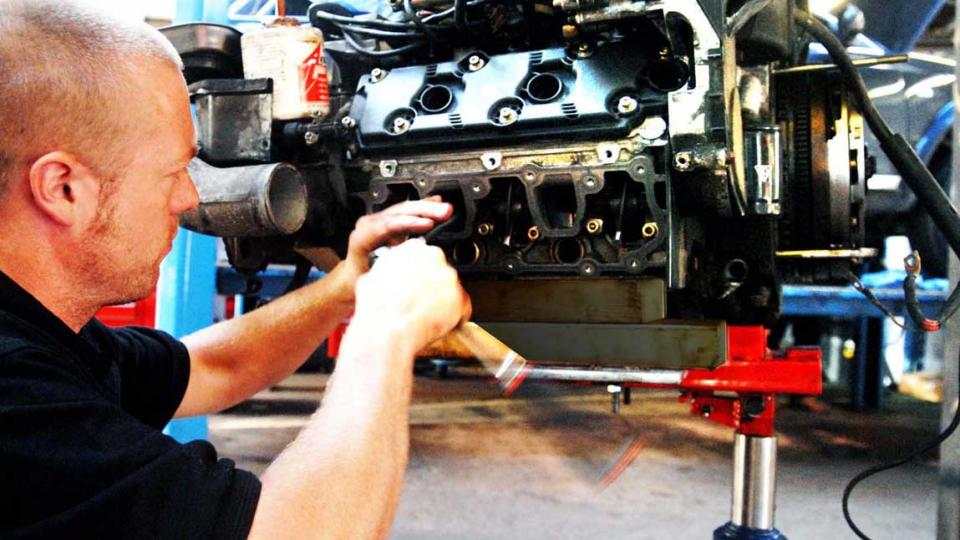 replacing oil seals on the 993 engine