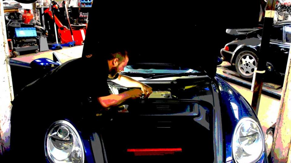 Testing the battery & charging rate on the Porsche Boxster
