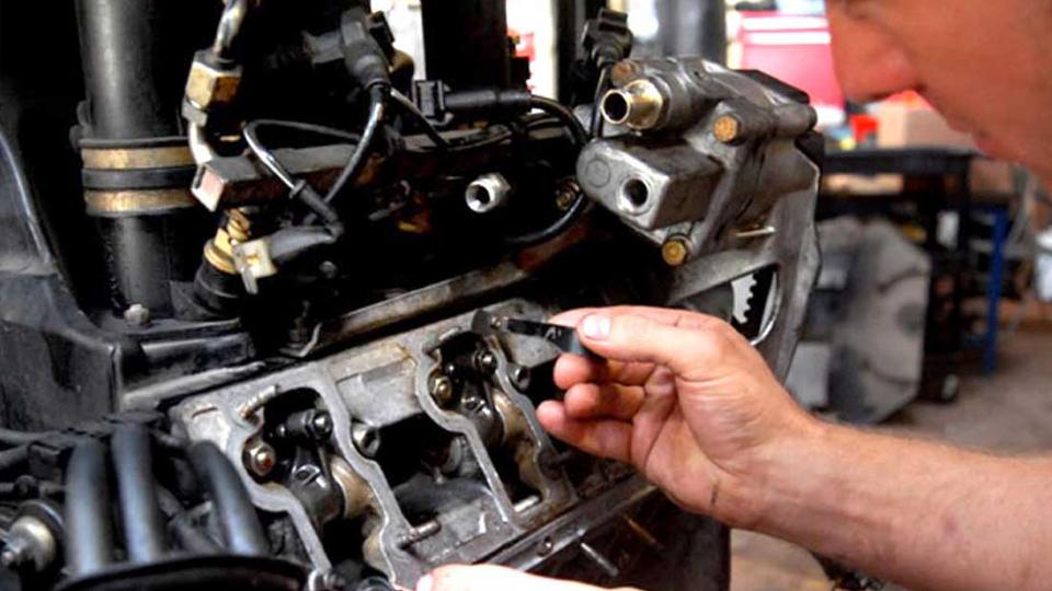 Dave performs tappet check & adjust on a Porsche 911 Carrera