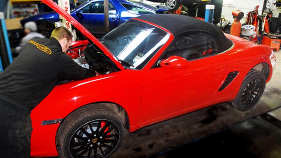 Air conditioning pollen filter replacement on the Porsche Boxster