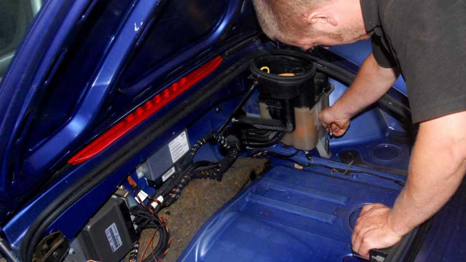 Porsche Boxster cooling expansion tank replacement