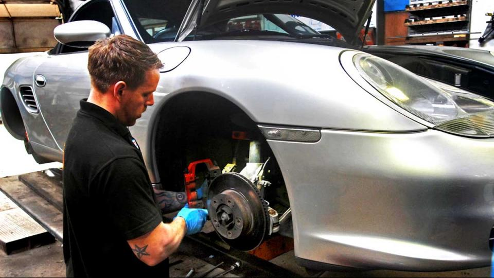 Brake disc and pad replacement at service interval on Boxster S