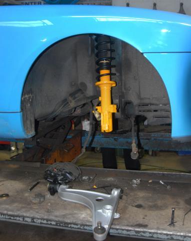 suspension strut replacement on the Porsche 968 & 944 in Devon