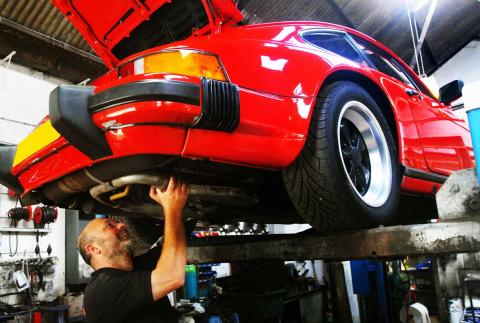 Routine servicing of the Porsche 911 Carrera at an independent specialist