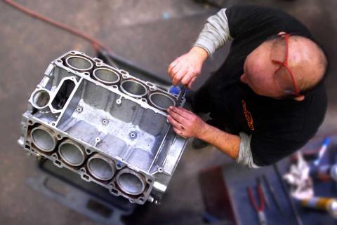 V8 engine rebuild for the Porsche 928