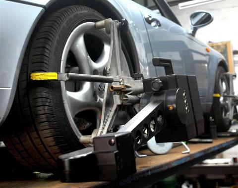 Factory setting wheel alignment to ensure good handling and even tyre wear