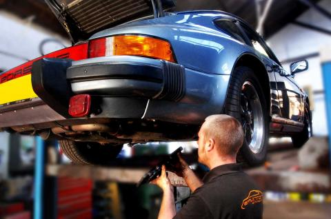 Dave conducts a major service to the Porsche 911
