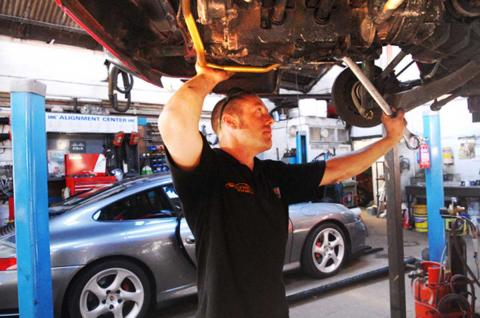 Dave replaces the 911 oil pipe to engine