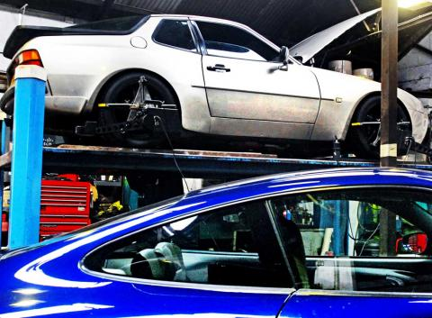 setting up the suspension on the Porsche 944